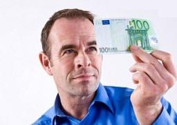 Padělky českých bankovek většinou není těžké odhalit