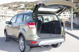 Ford Kuga má jako první vůz ve své třídě bezdotykové ovládání pátých dveří