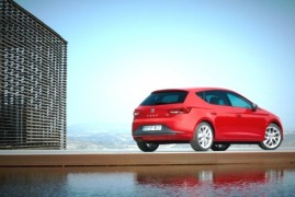 SEAT Leon FR 1.8 TSI offers the driver the pleasure of manual gear