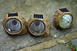 Philips chce v rozvojových zemích nahradit petrolejky LEDkami napájenými sluncem