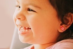 Big manual milk teeth: When to use a paste and how to relieve the pain?