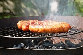 Grilling sausages - less meat than promise