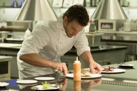 Bradley Cooper demonstrates his culinary skills in the movie Perfect boss