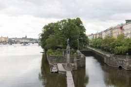 """Creeping"" project of the locks on the Vltava river in the UNESCO heritage"