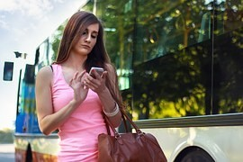 Smartphone, a new trend in travel. What to cell phone on the go watch?