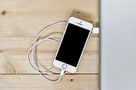 Jak správně nabíjet telefon? Pozor na zastaralé mýty