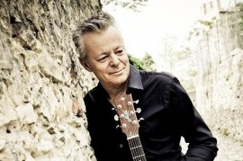 Tommy Emmanuel guitar wizards and Adam Rafferty will meet in Rudolfinum