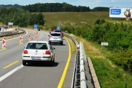 The Ministry of Transport will meet the law prohibiting highway billboards from September