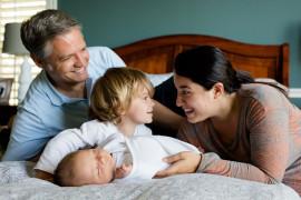 Rodiny s dětmi si přilepší. Novinkou je i placená otcovská dovolená
