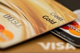 Konec poplatků za platbu kartou a změna pravidel ověřování identity klientů