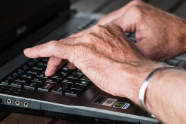 Chatting and social networks are not foreign to 55% of Czech seniors