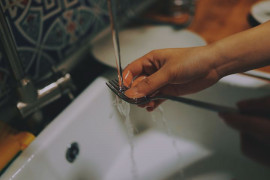 Do you wash dishes in your hand? Take better gloves